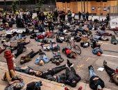 مئات يفترشون الأرض كالأموات فى أمريكا تضامنا مع قضية جورج فلويد.. فيديو وصور