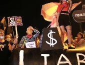 إسرائيليون يجددون التظاهر ضد نتنياهو قبل مغادرته لأمريكا.. صور