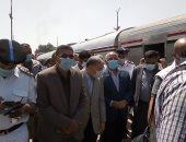 وزير النقل  يصل محطة السكة الحديد بالمنيا ويتفقد محور سمالوط