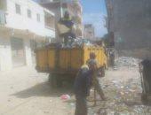 الرصد البيئى ترفع القمامة من شارع أبو بكر الصديق بالعجمى فى الإسكندرية