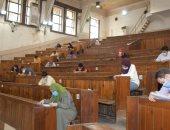 جامعة القاهرة تواصل امتحانات الدراسات العليا وسط إجراءات احترازية.. صور