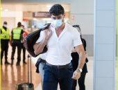 """ميشيل مورونى بطل فيلم 365 Days """"بالكمامة"""" فى مطار فرنسا"""