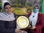 """وزارة التضامن بالغربية تكرم سيدة القطار بمنزلها فى المحلة """"صور"""""""