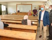 نائب رئيس جامعة أسيوط يتفقد لجان امتحانات الدراسات العليا بكلية التربية النوعية