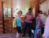 شاهد توافد أفواج سياحية من أمريكا لـ معبد فيلة بعد الانتهاء من تطويره (صور)
