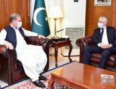 سفير مصر في باكستان يبحث مع وزير الخارجية تعزيز العلاقات المشتركة