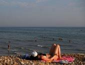 """جميلات إنجلترا يرفعن شعار لا للتباعد الاجتماعى على شواطئ """"برايتون"""" الساحرة"""