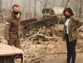 صور.. المرشحة لنائب الرئيس الأمريكى تتفقد آثار حارئق الغابات فى كاليفورنيا