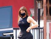 كايلى جينر بالكمامة للمرة الأولى للذهاب لمطعم مكسيكى.. صور
