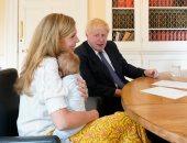 وزيرة بريطانية تدافع عن قرار جونسون وزوجته الاستعانة بصديقة لهما رغم الإغلاق