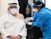 وزير الصحة الإماراتى يتلقى الجرعة الأولى من لقاح كورونا.. صور