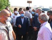 """وزير النقل ومحافظ قنا يشهدان بدء تنفيذ ازدواج طريق """" الأقصر - قنا """""""