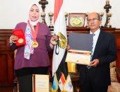 """""""مياه بالإسكندرية"""" تكرم الدكتورة مايسة صلاح لحصولها على 3 ميداليات ذهبية من كندا"""