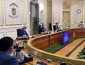 """رئيس الوزراء يبحث خطوات توطين صناعة """"التابلت"""" فى مصر"""