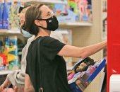 """أنجلينا جولى تشترى لعب أطفال مع أبنائها بعد اجتماع براد بيت وجينيفر أنيستون """"صور"""""""