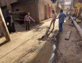 إصلاح كسر ماسورة مياه وسط مدينة إسنا بعد شكوى المواطنين جنوب الأقصر.. صور