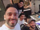 """رامي جمال يسجل أغنية جديدة مع نادر حمدى فى الاستديو: """"وعد بقنبلة فنية"""""""