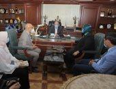 """محافظ بني سويف يبحث مع رئيس قطاع الرعاية الأساسية تعظيم دور """"100 صحة"""""""