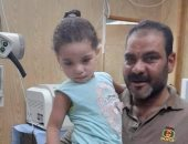 كواليس عودة الطفلة كنزى بعد العثور عليها داخل بيارة بالعاشر من رمضان.. صور