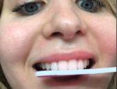 """تحدى تقويم الأسنان باستخدام مبرد الأظافر يثير جدلا على """"تيك توك"""".. مراهقون يخوضون التحدى عبر التطبيق.. والبداية من إحدى الفتيات تحت شعار ابتسامة أكثر تناسقا.. وأطباء يحذرون من تدمير الطبقة الخارجية للأسنان"""