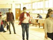 رئيس جامعة المنيا يتابع إجراءات الكشف الطبى للطلاب المستجدين فى يومها الأول