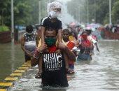سيارات عائمة ودراجات غارقة.. الأمطار تضرب شوارع الهند.. ألبوم صور