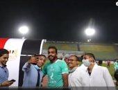 """شاهد كهربا يلتقط """"سيلفى"""" مع جماهير الأهلى بعد مباراة نادى مصر"""