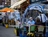 ابتكارات المطاعم الأمريكية لمواجهة كورونا ..تصميم غرف بلاستيك لتقديم الطعام ..ألبوم صور