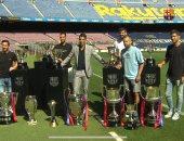 ميسي ونجوم برشلونة يرافقون سواريز فى ليلة وداع البارسا.. فيديو وصور