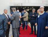 الآلاف ينتظرون صلاة الجنازة على فريد خميس بمصنعه في العاشر من رمضان