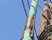 مواطن يستغيث بالكهرباء بسبب عامود إنارة متهالك ينذر بكارثة بكفر الزيات