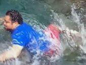 شخص ينجو بإعجوبة من الغرق بعد سقوطه في نهر بسبب تصوير فيديو على TikTok.. صور
