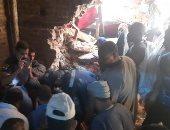 مشاهد من انهيار منزل قرية ونينه بسوهاج .. صور