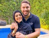 """أول ظهور لليوتيوبر أحمد حسن وزوجته زينب بـ""""الحجاب"""" بعد إخلاء سبيلهما """"صور"""""""