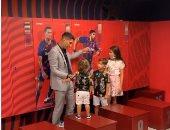 سواريز يوجه رسالة لجماهير برشلونة ويودع غرفة ملابس الفريق مع أبنائه.. فيديو