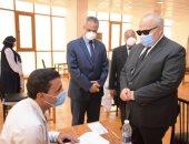 رئيس جامعة القاهرة يتفقد امتحانات الدراسات العليا بمعهد الأورام بالشيخ زايد.. صور
