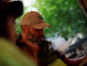 """صور.. مكسيكيون يتعاطون مخدر """"الماريجوانا"""" بحديقة مجاورة لمجلس الشيوخ"""