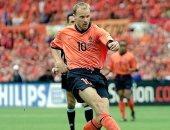 فيفا يحتفل بمرور 30 عاما على أول مباراة دولية لأسطورة هولندا بيركامب