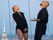 """كواليس رقصة جينيفر لوبيز الجديدة فى كليب Pa Ti + Lonely """"فيديو"""""""
