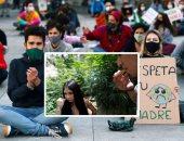 """صور.. العالم هذا الصباح.. شباب حول العالم ينظمون احتجاجات على تغير المناخ.. مكسيكيون يتعاطون مخدر """"الماريجوانا"""" بحديقة مجاورة لمجلس الشيوخ.. تجدد الاشتباكات العنيفة مع شرطة تشيلى خلال مظاهرات ضد الحكومة"""