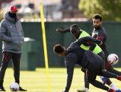 نجوم ليفربول يستعرضون مهاراتهم وكلوب يوجه تعليمات خاصة قبل لقاء أرسنال