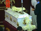 جثمان المنتصر بالله يصل كنيسة أبو سيفين لبدء مراسم الجنازة.. فيديو وصور