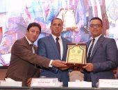 جامعة دمنهور تحتفل بتخريج دفعة كلية الطب البيطرى 2020 بحضور نقيب البيطريين