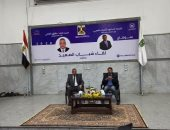 وزير الرياضة ومحافظ سوهاج يديران جلسة حوارية مع 120 شابًا.. فيديو وصور