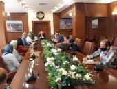 محافظ بورسعيد يتابع سير العمل بعدد من المشروعات بحى الضواحى.. صور