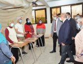 رئيس جامعة أسيوط يتفقد أول أيام إنطلاق الكشف الطبى على الطلاب الجدد