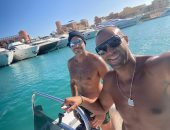 أحمد السعدني يودع فصل الصيف برحلة وسط البحر مع علاء الشربيني