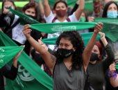 صور.. مظاهرات فى عدة دول للمطالبة بعدم تجريم الإجهاض