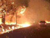 صور.. النيران تحرق الأخضر واليابس في كاليفورنيا والسلطات تجلى السكان