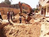 رئيس مدينة البياضية بالأقصر يتفقد العمل بمشروع الصرف الصحى.. صور